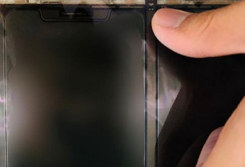 https: img.okezone.com content 2020 07 28 16 2253108 wujud-panel-layar-iphone-12-berukuran-5-4-inci-terungkap-kjJCBcUvbg.jpg
