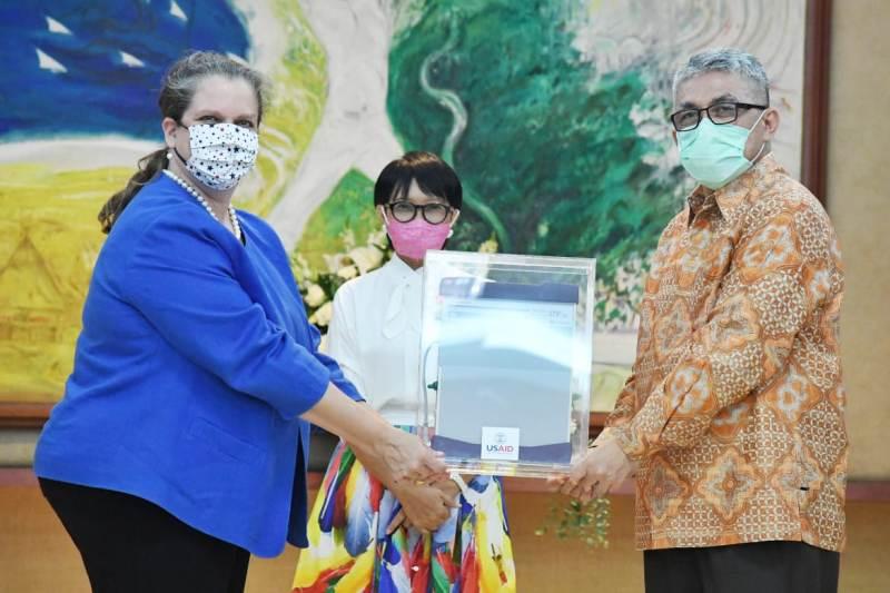 https: img.okezone.com content 2020 07 28 18 2253350 indonesia-terima-bantuan-100-unit-ventilator-dari-as-F6sZCHbodX.jpeg