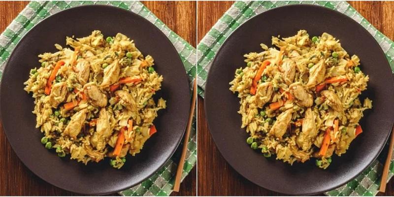 https: img.okezone.com content 2020 07 28 298 2253420 resep-nasi-goreng-kari-ayam-makan-malam-makin-spesial-qnVjDrnSuH.jpg
