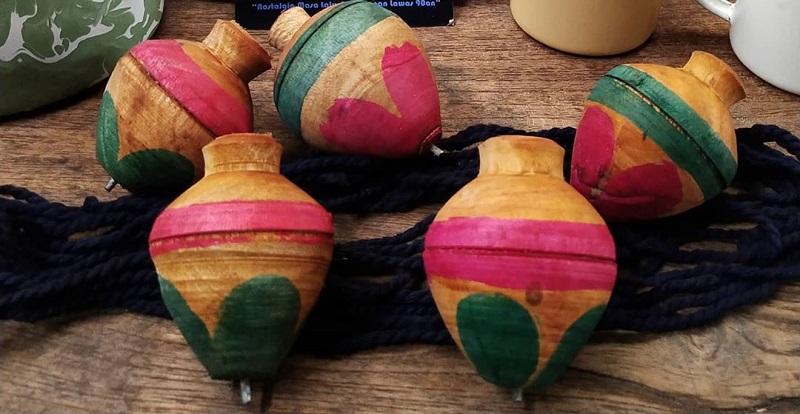 https: img.okezone.com content 2020 07 28 612 2253299 gasing-kayu-permainan-tradisional-yang-sering-dimainkan-anak-jadul-sebelum-muncul-beyblade-dh2f4INjCJ.jpg