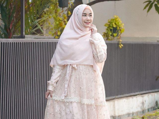 https: img.okezone.com content 2020 07 28 617 2253637 4-inspirasi-padu-padan-busana-hijab-rayakan-idul-adha-menarik-lho-rYw3Nv5jTL.jpg