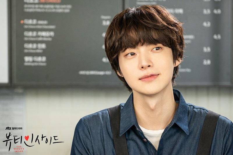 https: img.okezone.com content 2020 07 28 620 2253345 perubahan-mencolok-ahn-jae-hyun-setelah-cerai-dari-goo-hye-sun-YCdh7cJoi5.jpg