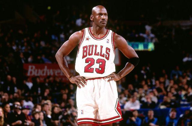 https: img.okezone.com content 2020 07 29 36 2253659 michael-jordan-bakal-lelang-jersey-perdananya-sebagai-pebasket-profesional-ipdRRGNmDj.jpg