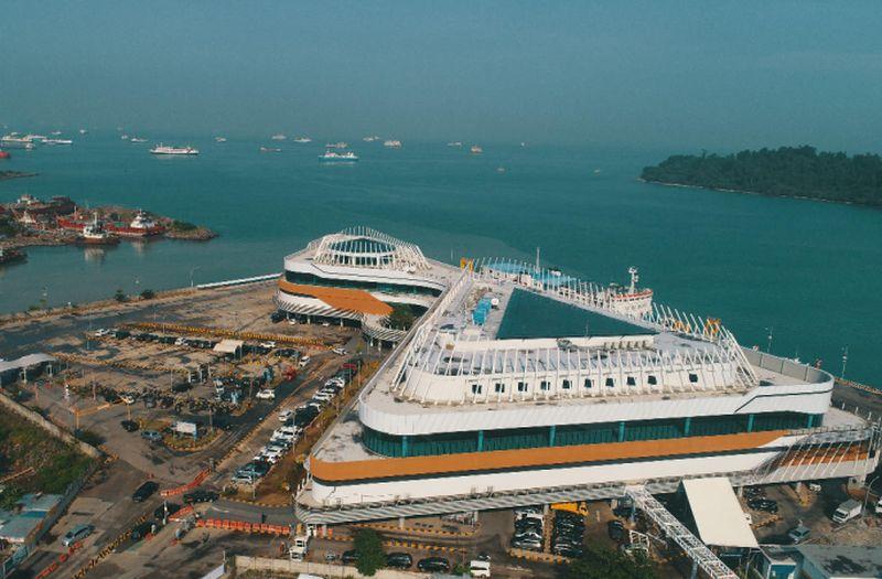 https: img.okezone.com content 2020 07 29 406 2253727 wajah-baru-pelabuhan-bakauheni-bakal-jadi-destinasi-wisata-favorit-wisatawan-n8Z7oNdwxh.jpg