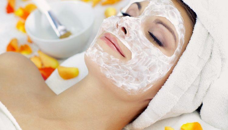 https: img.okezone.com content 2020 07 29 611 2253733 4-cara-meracik-masker-susu-untuk-perawatan-kecantikan-kulit-MdYxnVO59I.jpg