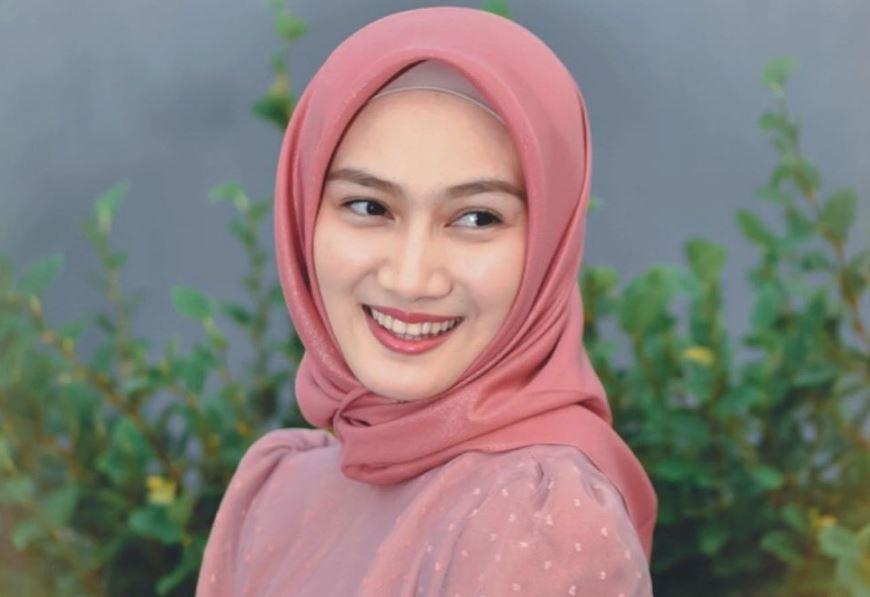 https: img.okezone.com content 2020 07 29 617 2253833 inspirasi-gaya-hijab-chic-workout-ala-melody-laksani-mkEv7XEMwV.JPG