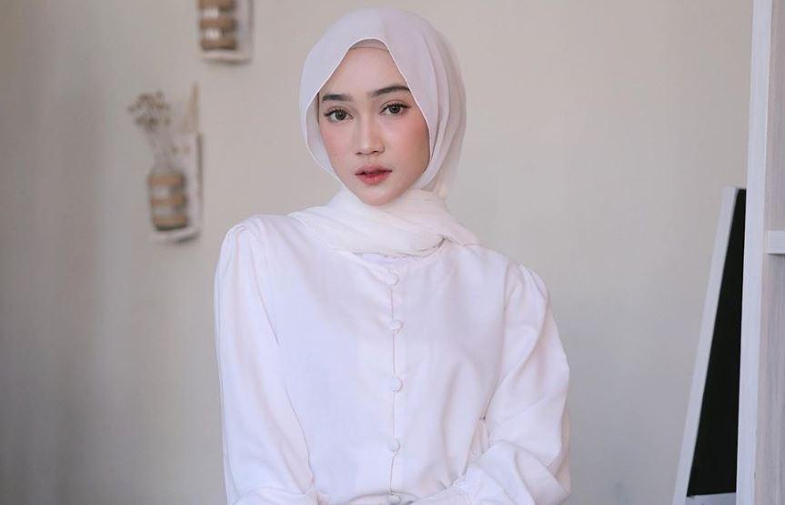 https: img.okezone.com content 2020 07 29 617 2254105 padu-padan-busana-hijab-nuansa-pink-sinta-sri-antan-hingga-amelia-yusana-1HblP7HNKM.JPG