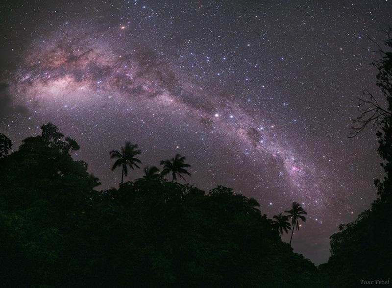 https: img.okezone.com content 2020 07 30 16 2254645 peneliti-temukan-bintang-unik-di-sekitar-bima-sakti-QHYiFgmV4B.jpg