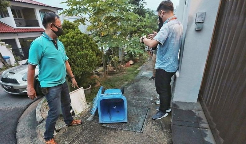 https: img.okezone.com content 2020 07 30 18 2254566 wni-di-singapura-harus-berususan-dengan-polisi-gegara-buang-bayi-di-tong-sampah-Sd4cJ9Usmc.jpg