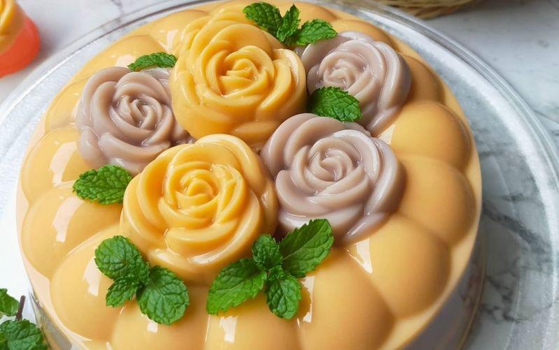 https: img.okezone.com content 2020 07 30 298 2254398 habis-makan-daging-kurban-enaknya-lanjut-makan-dessert-pudding-thai-tea-and-choco-latte-xzVktxoRks.jpg
