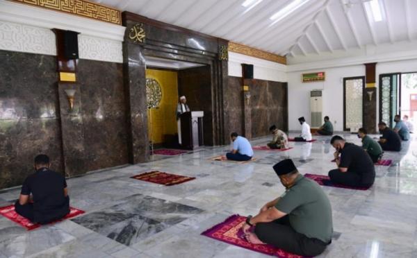 https: img.okezone.com content 2020 07 30 337 2254485 satgas-ajak-masjid-kampanyekan-3m-3s-dan-3t-agar-aman-covid-19-lvX9z3JVZ5.jpg