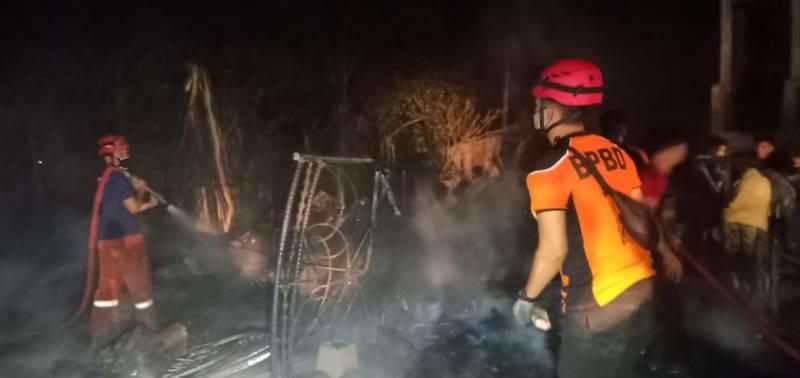 https: img.okezone.com content 2020 07 30 340 2254235 kebakaran-hebat-di-kabupaten-barru-tewaskan-ibu-dan-anak-DlCUlsM1XW.jpg