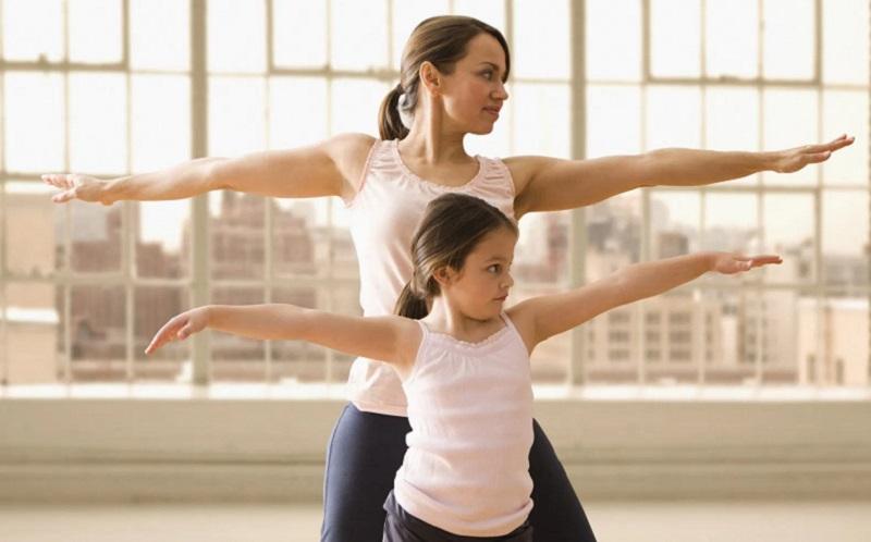 https: img.okezone.com content 2020 07 30 481 2254577 peran-penting-ibu-mencegah-obesitas-pada-anak-QR7Ptg2fIj.jpg