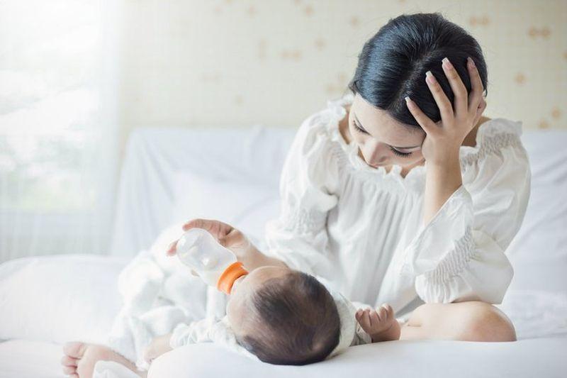 https: img.okezone.com content 2020 07 30 481 2254691 tak-cuma-baby-blues-waspadai-juga-depresi-usai-melahirkan-moms-vBKTDJXOjK.jpg