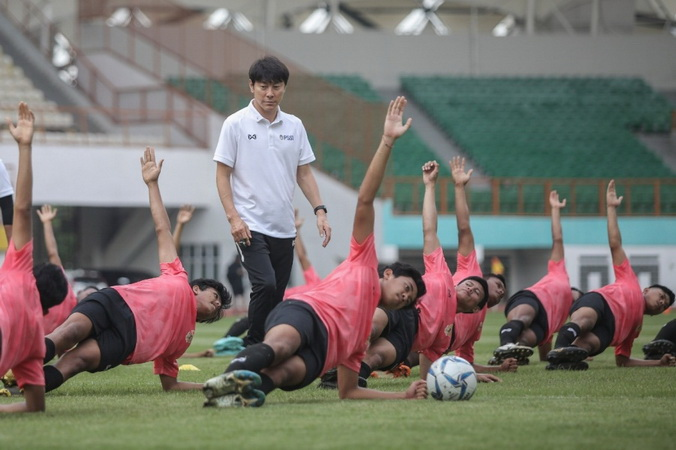 https: img.okezone.com content 2020 07 30 620 2254606 modal-apik-di-olimpiade-2016-dan-piala-dunia-u-20-2017-bikin-shin-tae-yong-bersinar-di-timnas-indonesia-u-19-1tVWn16wwS.jpg
