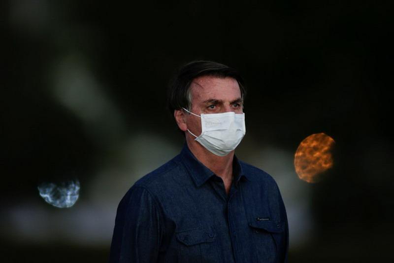 https: img.okezone.com content 2020 07 31 18 2254985 tiga-pekan-terinfeksi-covid-19-presiden-brasil-mengaku-miliki-jamur-di-paru-parunya-6RssQcEsxC.jpg