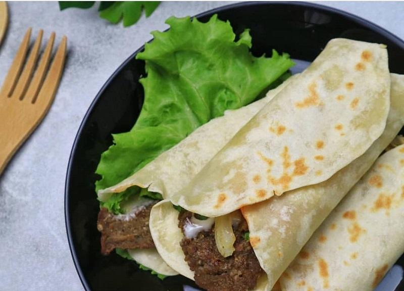 https: img.okezone.com content 2020 07 31 298 2255153 punya-daging-sapi-buat-kebab-sendiri-di-rumah-yuk-l5piw4EusM.jpg