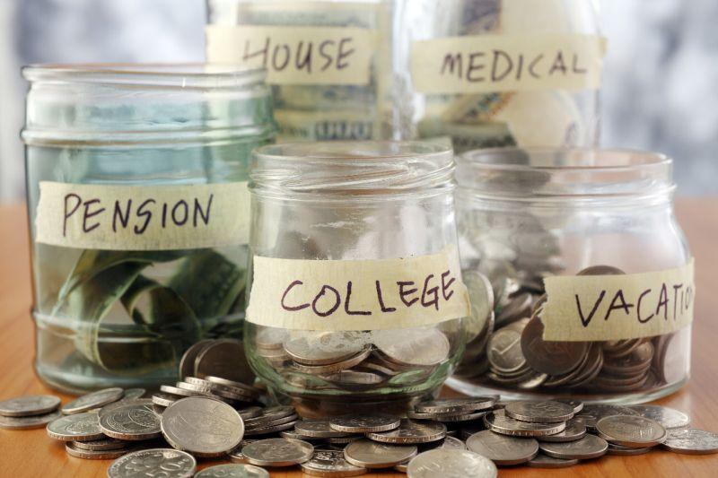 https: img.okezone.com content 2020 07 31 320 2255109 kaum-milenial-harus-bisa-investasi-hingga-siapkan-dana-pensiun-begini-pertimbangannya-HD1kj3aeGb.jpg