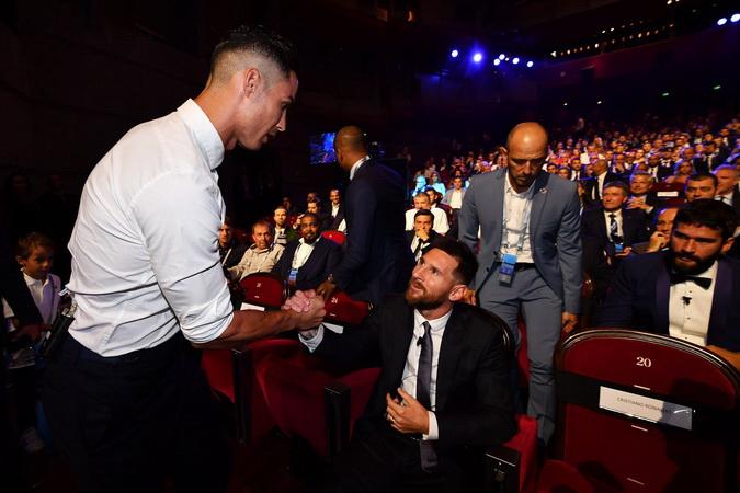 https: img.okezone.com content 2020 07 31 51 2255004 bukan-cristiano-ronaldo-atau-messi-ini-pemain-terbaik-versi-mourinho-nWxu06wMSU.jpg