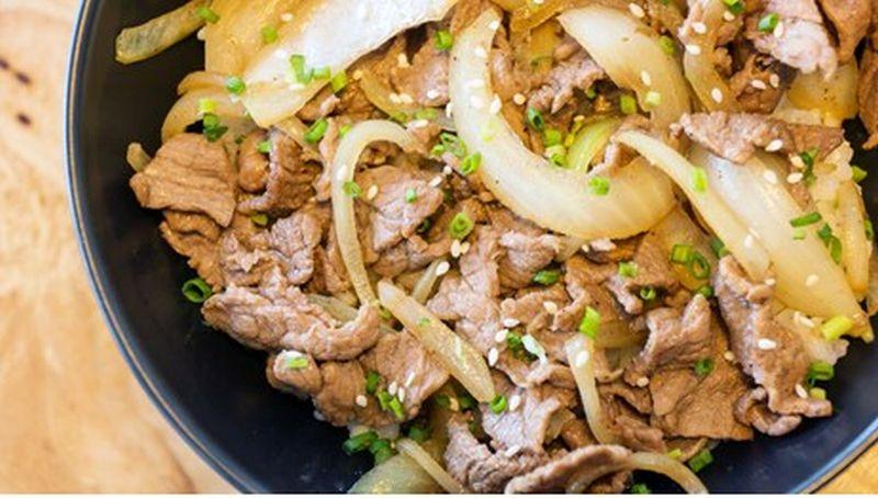 https: img.okezone.com content 2020 08 01 298 2255514 resep-yakiniku-ala-restoran-yang-cocok-untuk-menu-idul-adha-lxQxG356Cv.jpg