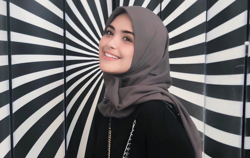 https: img.okezone.com content 2020 08 01 33 2255346 idul-adha-pertama-vebby-palwinta-sebagai-istri-8BlYNR11Gj.jpg