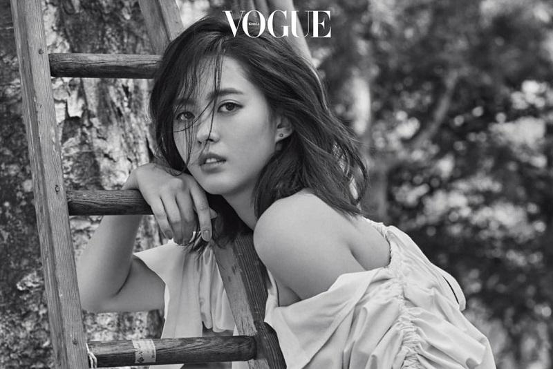 https: img.okezone.com content 2020 08 01 33 2255531 aktris-hwarang-kim-ji-soo-kirim-coffee-truck-untuk-go-ara-6BjWMDQMgp.jpg