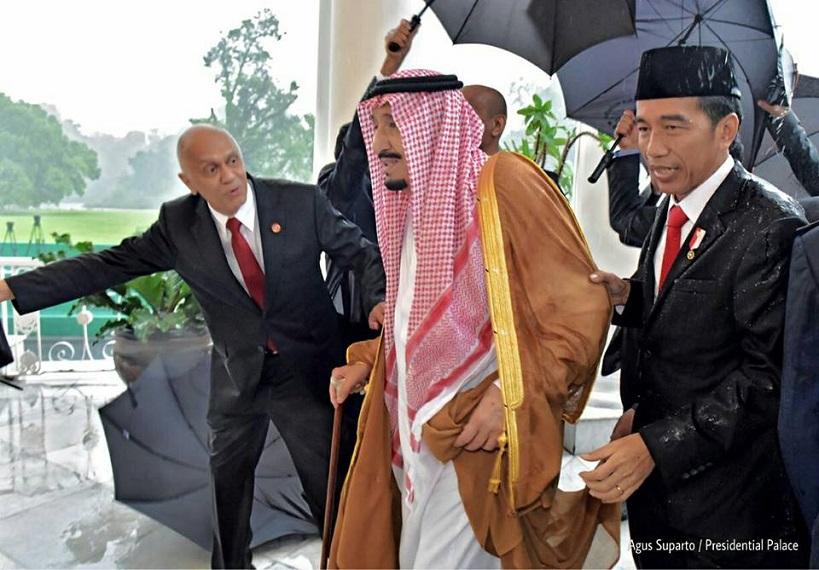 https: img.okezone.com content 2020 08 01 337 2255349 telepon-raja-salman-presiden-jokowi-selamat-idul-adha-rakyat-arab-saudi-24maaA5s69.jpg