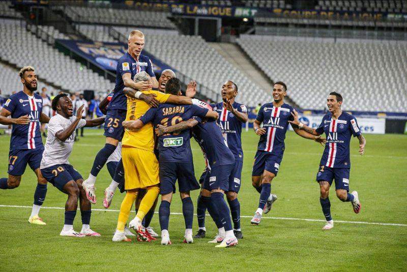 https: img.okezone.com content 2020 08 01 51 2255240 psg-vs-lyon-les-parisiens-juara-piala-liga-prancis-usai-lewati-drama-adu-penalti-aGgkiQbed8.jpg
