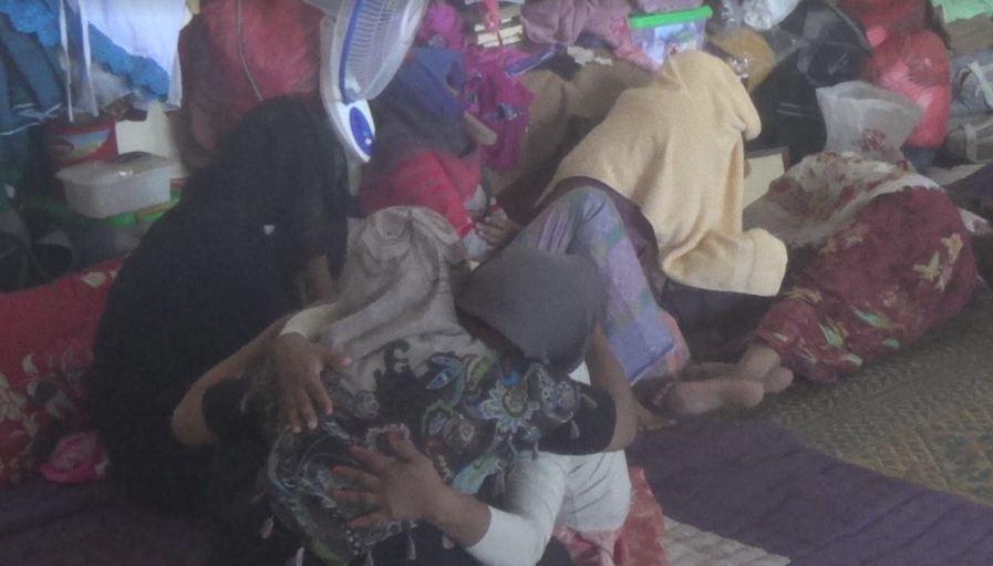https: img.okezone.com content 2020 08 01 620 2255297 tangis-pengungsi-rohingya-di-lhokseumawe-pecah-saat-rayakan-idul-adha-DwJsMz3z47.JPG