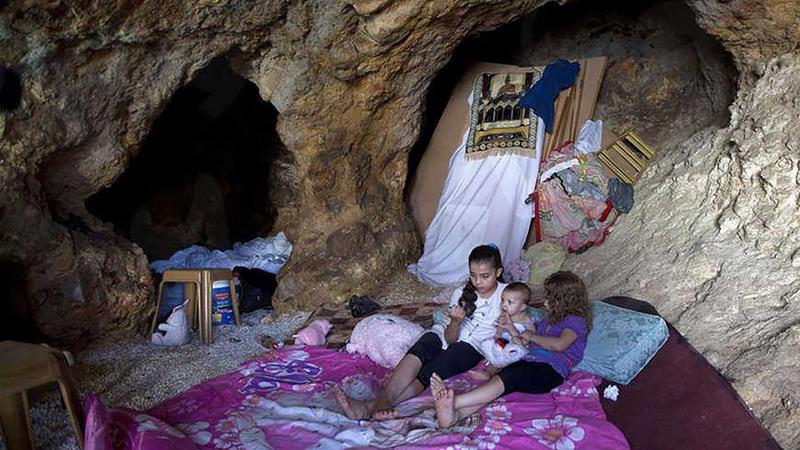https: img.okezone.com content 2020 08 02 18 2255775 rumah-dihancurkan-israel-keluarga-palestina-terpaksa-tinggal-di-gua-bak-masyarakat-primitif-WU5TbxYGFx.jpg