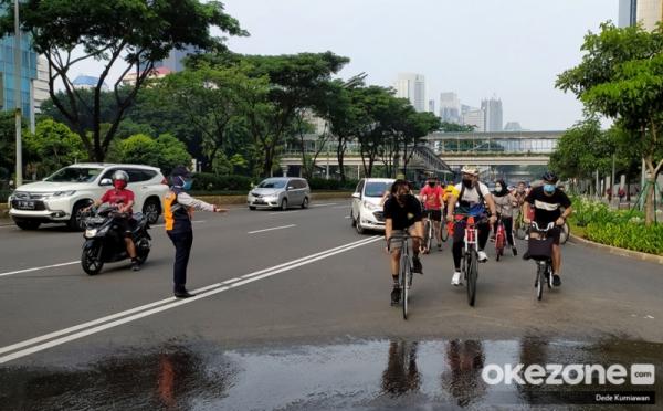 https: img.okezone.com content 2020 08 02 338 2255553 763-petugas-gabungan-kawal-29-kawasan-khusus-sepeda-pagi-ini-kvzJrP6GSd.jpg