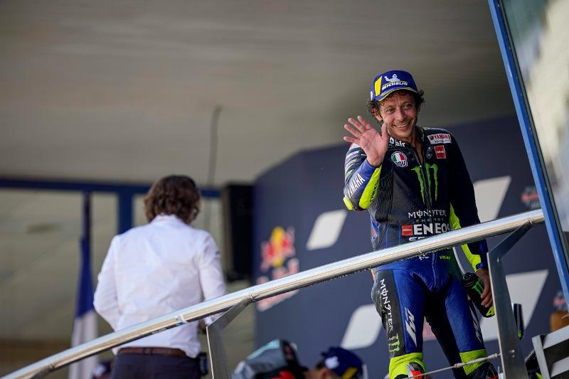 https: img.okezone.com content 2020 08 02 38 2255722 jarvis-yakin-rossi-masih-berpeluang-juara-dunia-motogp-2020-cmhDITZ6Ra.jpg