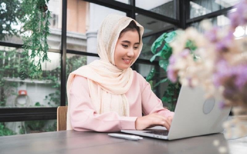 https: img.okezone.com content 2020 08 02 616 2255632 kamu-mau-berbisnis-kenali-5-prinsip-ekonomi-islam-yang-diajarkan-rasulullah-S2jvXLVTiz.jpg