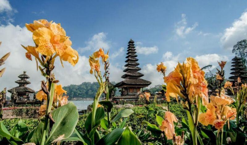 https: img.okezone.com content 2020 08 02 620 2255753 bali-jadi-destinasi-wisata-terbaik-dunia-pilihan-wisatawan-selamat-ya-lYC6PwqQgf.jpg