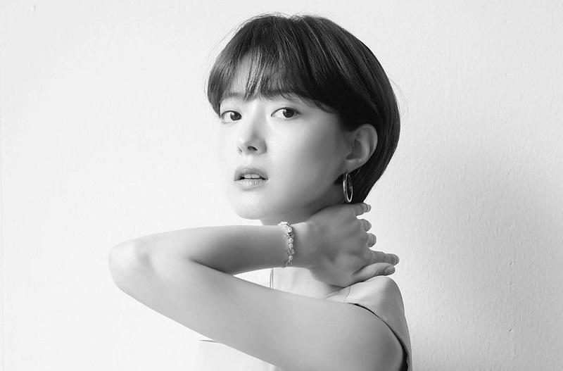 https: img.okezone.com content 2020 08 03 33 2256086 lee-se-young-tampilkan-gaya-rambut-berbeda-demi-drama-terbaru-pBBv0AsWpA.jpg