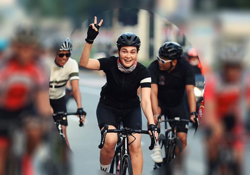 https: img.okezone.com content 2020 08 03 33 2256352 main-sepeda-ini-tantangan-yang-dialami-luna-maya-KsxD4IeN35.jpg