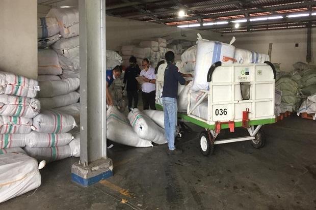 https: img.okezone.com content 2020 08 03 340 2256396 bantuan-untuk-korban-banjir-bandang-bolsel-tiba-di-manado-oSGwKmVuAt.jpg