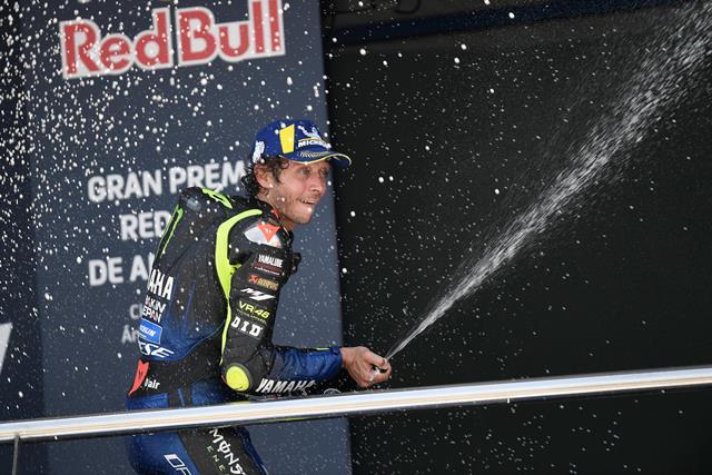 https: img.okezone.com content 2020 08 03 38 2256397 podium-di-motogp-andalusia-2020-telah-kembalikan-kepercayaan-diri-rossi-QsdDOpm0NZ.jpg