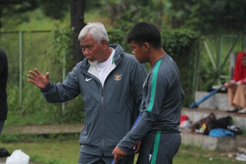 https: img.okezone.com content 2020 08 03 51 2256439 mantan-pelatih-timnas-putri-indonesia-satia-bagdja-meninggal-dunia-Dc0A6UMM2K.jpg