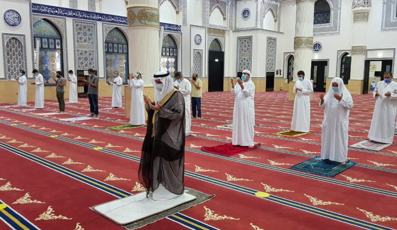 https: img.okezone.com content 2020 08 03 614 2256116 seluruh-masjid-di-uni-emirat-arab-dibuka-50-jamaah-wajib-jaga-jarak-2-meter-pdh0lriWTe.png