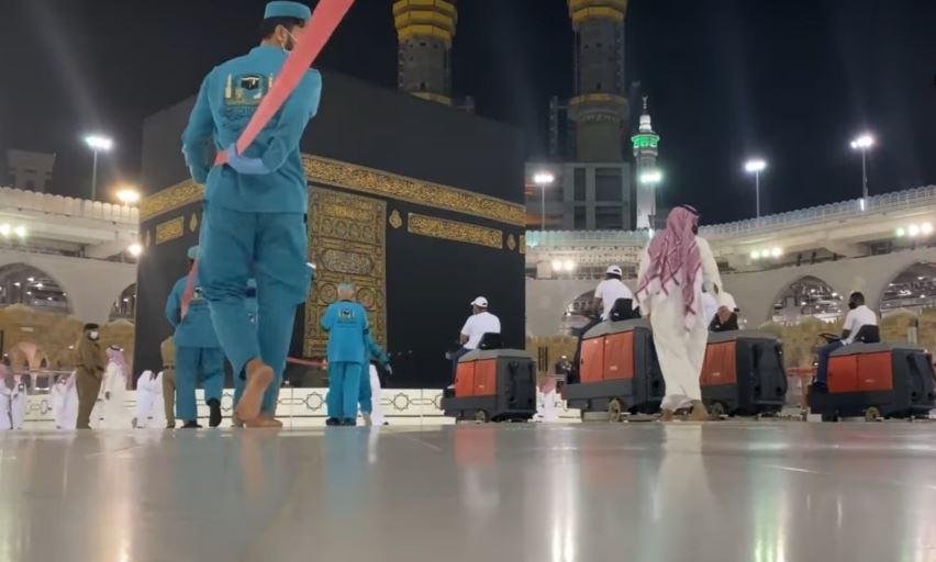 https: img.okezone.com content 2020 08 03 614 2256118 2-400-liter-disinfektan-dipakai-setiap-hari-untuk-bersihkan-masjidil-haram-93YA6VRbCG.JPG