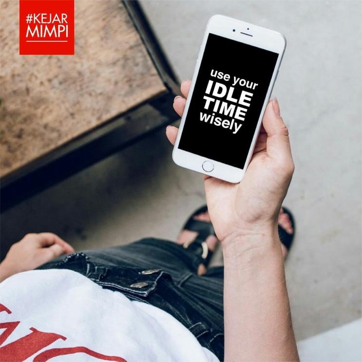 https: img.okezone.com content 2020 08 04 12 2256725 tips-menggunakan-media-sosial-dengan-mindful-saat-social-distancing-geORnzSCUS.jpg