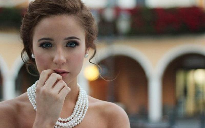 https: img.okezone.com content 2020 08 04 196 2256771 6-sifat-perempuan-yang-bikin-pria-klepek-klepek-apa-saja-5UJPc5hL3o.jpg