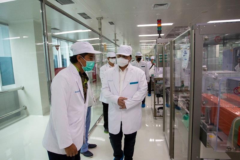 https: img.okezone.com content 2020 08 04 320 2256900 erick-thohir-bio-farma-siap-produksi-250-juta-vaksin-covid-19-LKYToZ23hZ.jpg