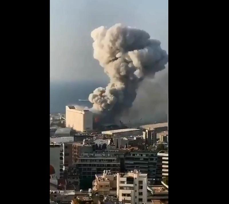 https: img.okezone.com content 2020 08 05 18 2257120 timbulkan-awan-jamur-ledakan-beirut-sempat-dikira-bom-nuklir-2efYRhFWPB.jpg