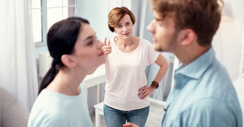 https: img.okezone.com content 2020 08 05 196 2257536 tips-hadapi-mertua-yang-suka-ikut-campur-urusan-rumah-tangga-mrvdOgaBqY.jpg