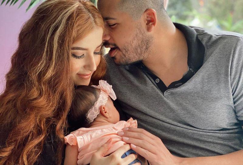 https: img.okezone.com content 2020 08 05 196 2257670 jadi-mama-bahagia-tasya-farasya-pamer-4-foto-keluarga-kecilnya-NLJTgCX4En.jpg
