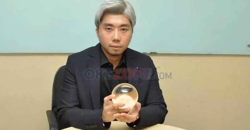 https: img.okezone.com content 2020 08 05 33 2257467 roy-kiyoshi-mulai-sakiti-diri-sendiri-sejak-kecil-GmvtkV9euD.jpg