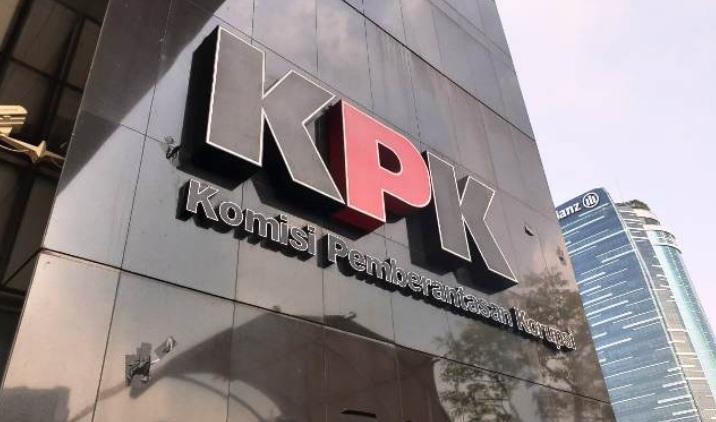 https: img.okezone.com content 2020 08 05 337 2257150 kpk-periksa-pejabat-kemensetneg-terkait-kasus-korupsi-pt-dirgantara-indonesia-KCefQ1eWGn.jpg