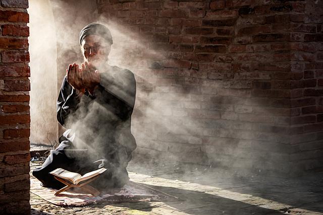 https: img.okezone.com content 2020 08 05 614 2257130 doa-dan-belasungkawa-mengalir-untuk-korban-ledakan-di-beirut-lebanon-l5PijT4qtk.jpg